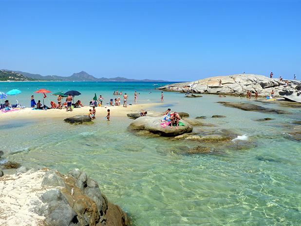 La meravigliosa spiaggia dello Scoglio di Peppino nel sud ...