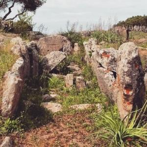 Dolmen e Menhir di Corte Noa (Laconi)